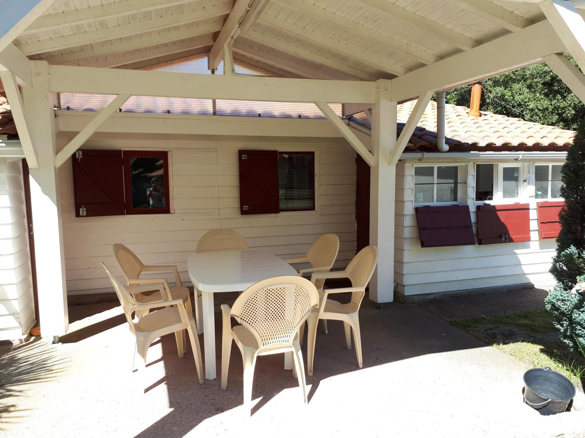vente a vendre chalet en bois pour les vacances. Black Bedroom Furniture Sets. Home Design Ideas